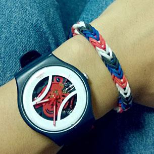 นาฬิกา Swatch กรอบดำ หน้าปัดขาว สายดำ เข็มแดง เฟืองแดง
