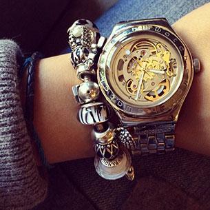 นาฬิกา Swatch กรอบทอง หน้าปัดใส สายทองเงิน เข็มขาว เฟืองทอง