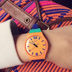 นาฬิกา Swatch กรอบส้ม หน้าปัดส้ม สายเขียวม่วง เข็มดำ ตัวเลขม่วง