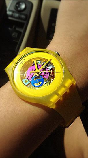 นาฬิกา Swatch กรอบเหลือง หน้าปัดใส สายเหลือง เข็มเหลือง เฟืองน้ำเงินชมพู