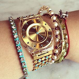 นาฬิกา Swatch กรอบแดง หน้าปัดดำ สายแดง เข็มแดง