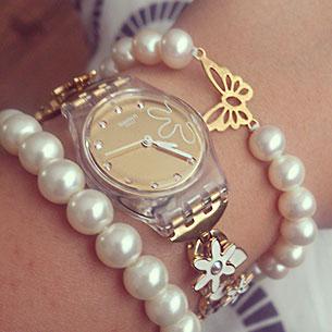 นาฬิกา Swatch กรอบใส หน้าปัดทอง สายสร้อยทอง เข็มขาว
