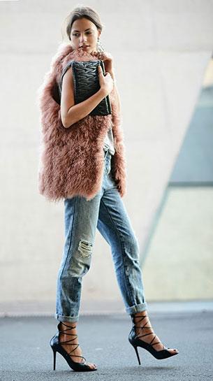 บอยเฟรนด์ ยีนส์ Bershka เสื้อยืด Topshop เสื้อกั๊ก Hoss Intropia รองเท้าส้นสูง MAS34 กระเป๋า Miu Miu