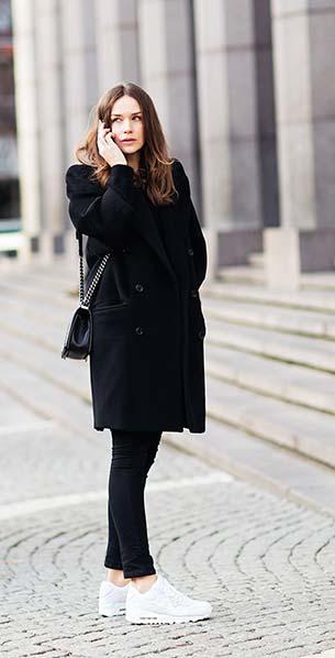 รองเท้า Nike กระเป๋า Chanel เสื้อโค้ท Miu Miu กางเกงยีนส์ Miu Miu