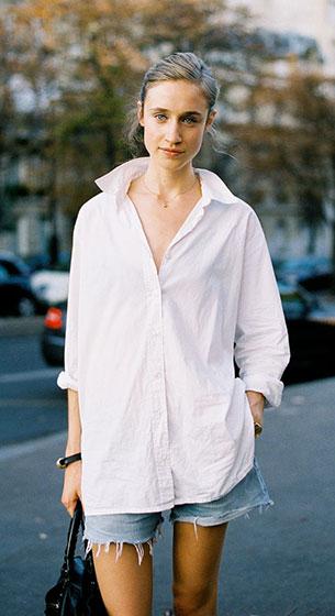 เสื้อเชิ้ต สีขาว กางเกงยีนส์ขาสั้น Paris Fashion Week Spring Summer 2012 Street Style Karin Hansson