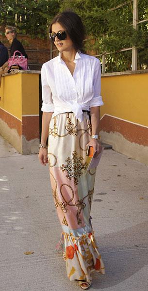 เสื้อเชิ้ต สีขาว ผูกเอว กระโปรงลายพิมพ์ ผ้าไหม