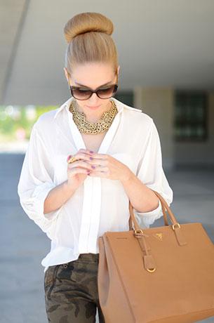 เสื้อเชิ้ต สีขาว Queen's Wardrobe กางเกง Zara กระเป๋า Prada รองเท้า Zara แว่นตากันแดด Gucci