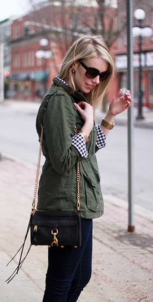 แจ็คเก็ตแนวทหาร Simply Audrey กางเกงยีนส์ iT เสื้อ Joe Fresh กระเป๋า Rebecca Minkoff รองเท้า Gap แว่นตากันแดด Joe Fresh