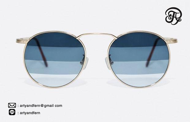 แว่นตาเลนส์ไล่สี สีฟ้า