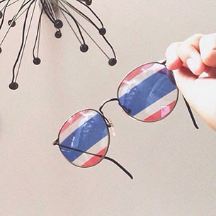 แว่นตา เลนส์ลายธงชาติ