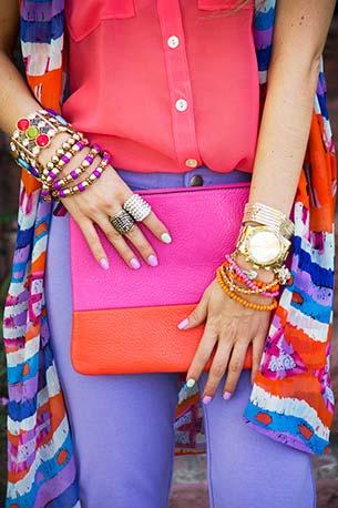 Color Block เสื้อแขนกุด สีชมพู กางเกงยีนส์ สีม่วง ผ้าพันคอหลายสี