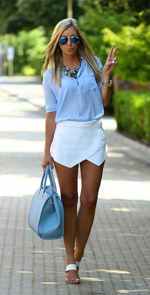 กางเกงกระโปรง Zara เสื้อเชิ้ตสีฟ้า Sheinside กระเป๋าสีฟ้า H&M รองเท้า Pull and Bear แว่นตากันแดด Rossmann