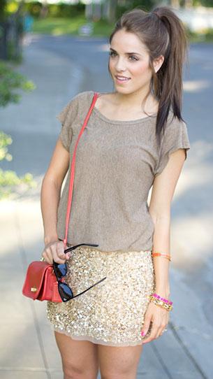 กระโปรงปักเลื่อม สีทอง Zara เสื้อ Splendid กระเป๋า Coach รองเท้าบู้ท Modern Vintage แว่นตากันแดด Ray Ban กำไล Stella & Dot
