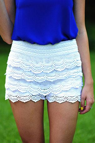 กางเกงขาสั้นลายลูกไม้ สีขาว Hopes