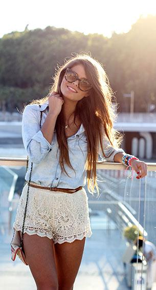 กางเกงขาสั้นลายลูกไม้ สีขาว Pía Market เสื้อ Mango รองเท้า Zara กระเป๋า Aldo แว่นตากันแดด Gafas de sol