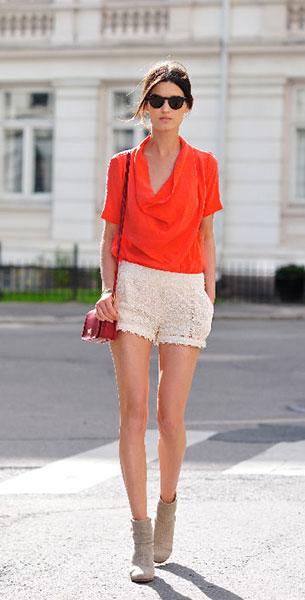 กางเกงขาสั้นลายลูกไม้ สีขาว Pinkyotto เสื้อ Whyred แว่นตากันแดด Ralph Lauren รองเท้าบู้ท Rag & Bone กระเป๋า Coach