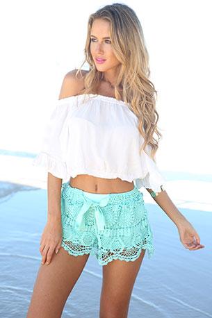 กางเกงขาสั้นลายลูกไม้ สีมิ้นท์ SaboSkirt Milla Crochet Shorts