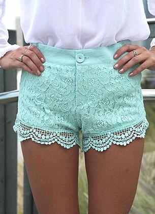 กางเกงขาสั้นลายลูกไม้ สีมิ้นท์ Xenia Boutique