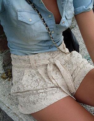 กางเกงขาสั้นลายลูกไม้ เสื้อเชิ้ตยีนส์
