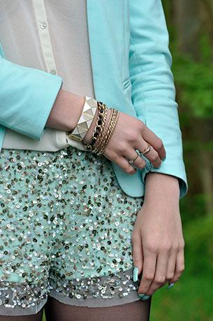 กางเกงปักเลื่อม สีมิ้นท์ Zara เสื้อคลุม H&M เสื้อ Zara กระเป๋า Chanel รองเท้า Miu Miu เครื่องประกับ River Island