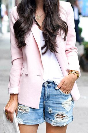 กางเกงยีนส์ขาสั้น Rag & Bone เสื้อคลุม Rebecca Taylor เสื้อ T by Alexander Wang แว่นตากันแดด Celine กระเป๋า Lauren Merkin
