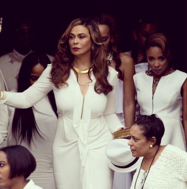 งานแต่งงาน ธีมชุดขาวล้วนของ Solange น้องสาวของ Beyoncé
