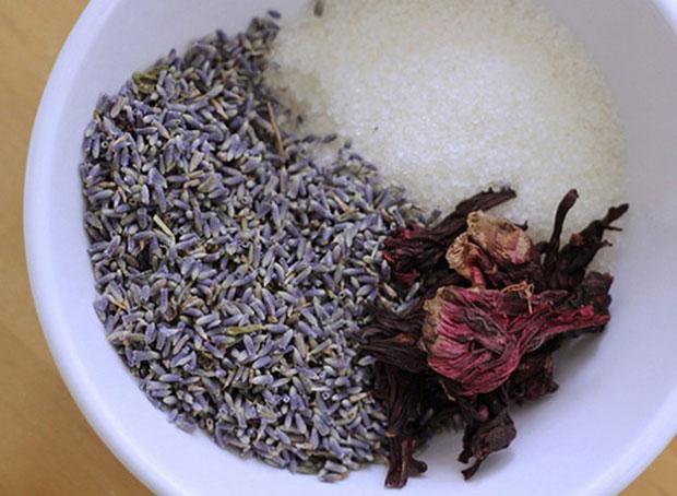 ถุงชาแช่ในอ่างอาบน้ำ