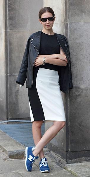 รองเท้า New Balance สีฟ้า ตัวหนังสือสีขาว แจ๊คเก็ตหนัง H&M เสื้อ Zara กระโปรง Zara แว่นตากันแดด Ray Ban
