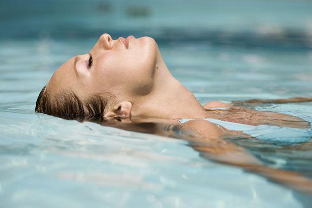 วิธีออกกำลังกายง่ายๆ ว่ายน้ำ