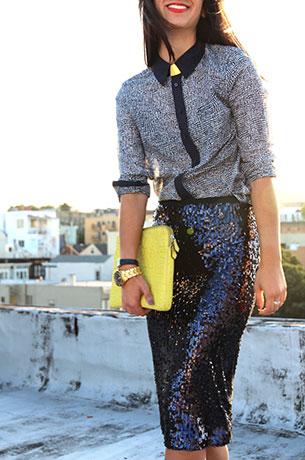 กระโปรงทรงดินสอ ปักเลื่อมสีน้ำเงิน Zara เสื้อเชิ้ต Gap รองเท้า Christian Louboutin แว่นตากันแดด Karen Walker