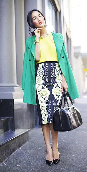 กระโปรงทรงดินสอ ลายพิมพ์ River Island เสื้อโค้ทเขียว Zara เสื้อเหลือง Therese Rawsthorne รองเท้า Theyskens Theory