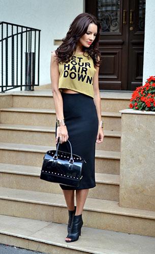 กระโปรงทรงดินสอ สีดำ H&M เสื้อครอปแขนกุด Bershka รองเท้าบู้ท Mango กระเป๋า Furla Candy กำไล H&M แหวน H&M