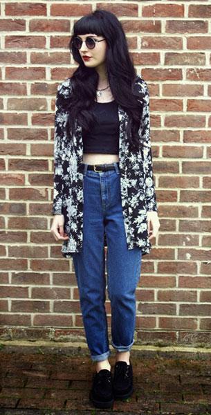 กางเกงยีนส์ทรง Mom เสื้อยืดครอปสีดำ เสื้อคลุมลายดอกไม้ Laundry Boutique แว่นตากันแดด Romwe