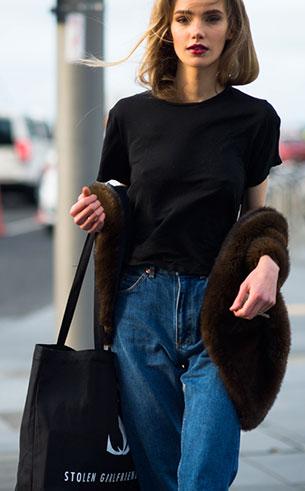 กางเกงยีนส์ทรง Mom เสื้อยืดดำ Marnie Harris New Zealand Fashion Week Fall Winter 2015