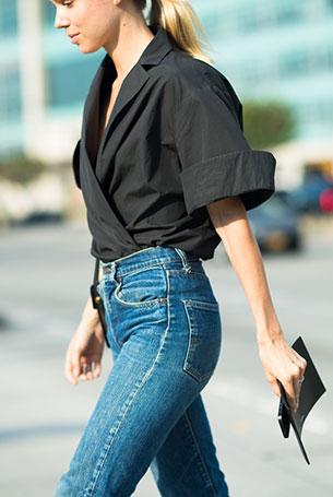 กางเกงยีนส์ทรง Mom เสื้อเชิ้ตดำ New York Fashion Week Spring 2015 Street Style