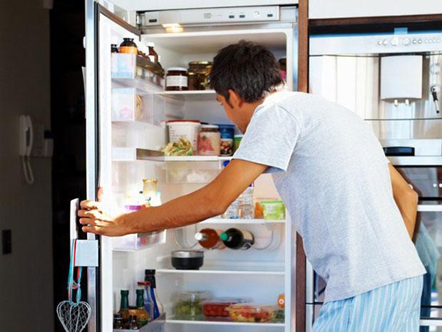 ของใช้ที่ควรทำความสะอาดบ่อยๆ มือจับประตูตู้เย็น