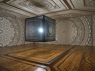 งานศิลปะจากเงาของหลอดไฟเพียงหลอดเดียว Anila Quayyum Agha