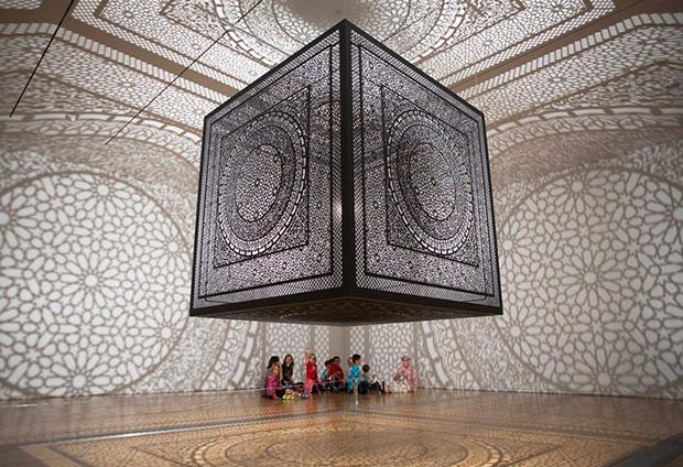 งานศิลปะจากเงาบนกำแพงและเพดาน Anila Quayyum Agha