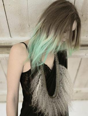 ชอล์กเปลี่ยนสีผม สีเขียว สร้อยคอ Fannies Chiavoni