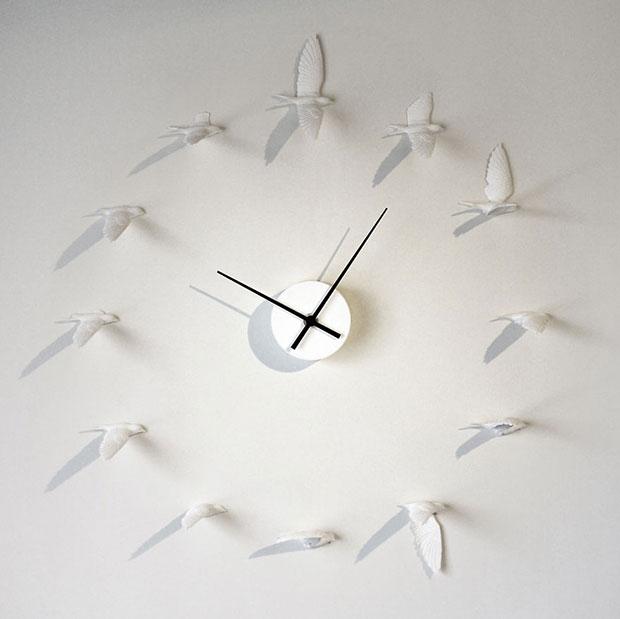 นาฬิกาติดผนังรูปนกกำลังบิน