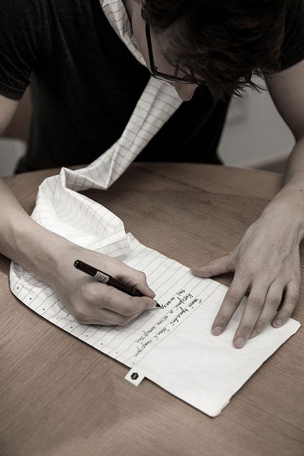 ผ้าพันคอรูปกระดาษจดบันทึก สามารถเขียนได้