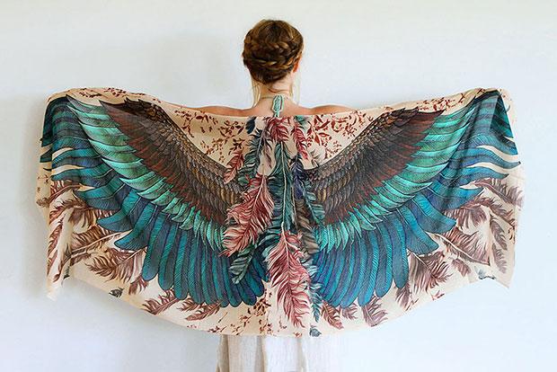 ผ้าพันคอรูปปีกนก