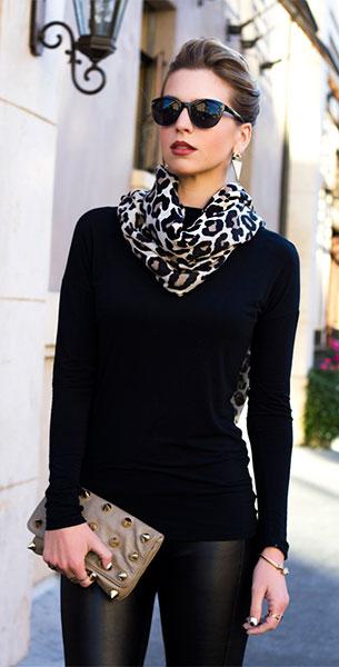 ผ้าพันคอ ลายเสือดาว เสื้อดำ กางเกงดำ