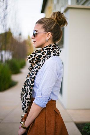 ผ้าพันคอ ลายเสือดาว เสื้อ H&M กระโปรง H&M รองเท้าส้นสูง BCBG กระเป๋า Kate Spade ถุงน่อง Donna Karan