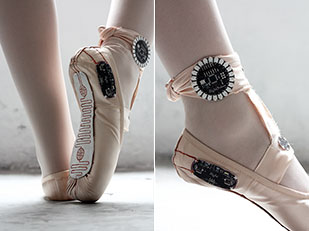 รองเท้าบัลเล่ต์ที่สามารถตรวจจับการเคลื่อนไหว