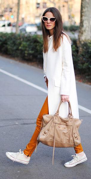 รองเท้า Converse All Star สีขาว  เสื้อโค้ท Zara กางเกง Zara เสื้อ Zara กระเป๋า Balenciaga แว่นตากันแดด Uterqüe