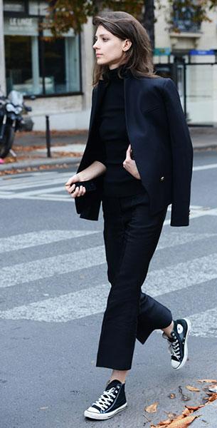 รองเท้า Converse All Star สีดำพื้นขาว เสื้อดำ กางเกงดำ สูทดำ