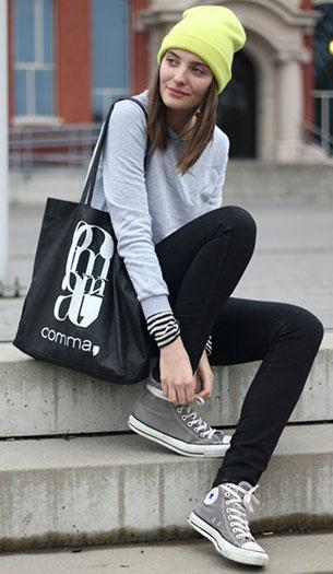 รองเท้า Converse All Star สีเทา พื้นขาว เเสื้อโค้ท Massimo Dutti เสื้อ Chicnova กางเกงยีนส์ H&M กระเป๋า Comma หมวกนีออน