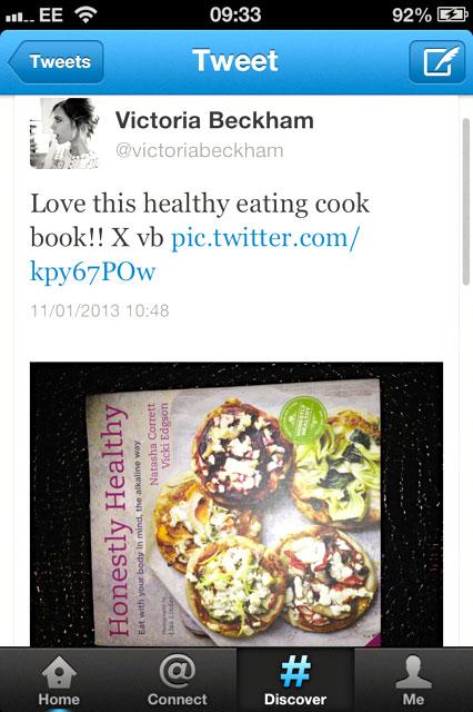 วิคตอเรีย เบคแฮม ทวีตว่าชอบหนังสือ เกี่ยวกับการกินอาหารที่เป็นด่าง