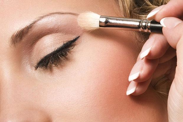 วิธีเฉดดิ้งใบหน้า เกลี่ยรองพื้นสีอ่อนและสีเข้มให้เข้ากัน